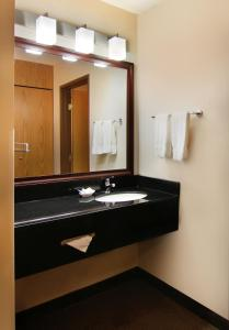 Queen Room with Bathtub - Disability Access