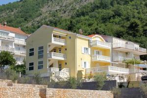Apartment Slano 3183b