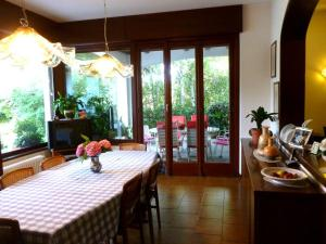 Villa con piscina per soggiorni estivi, Ferienhaus Cassago Brianza