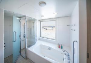 Premier Twin with a View Bath - Non Smoking