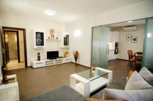 Eva's flat