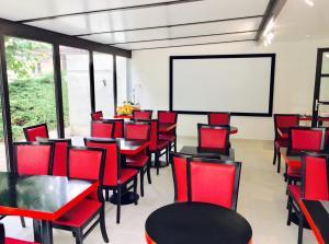 Hotel Pavillon des Gatines, Hotely  Plaisir - big - 35