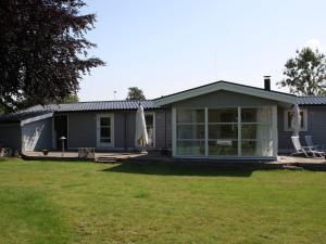 Three-Bedroom Holiday home in Kirke Hyllinge 2, Prázdninové domy  Kirke-Hyllinge - big - 1