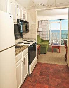 King Bed with Full Kitchen - Oceanfront Building
