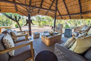 Pungwe Safari Camp, Chaty v prírode  Manyeleti Game Reserve - big - 7