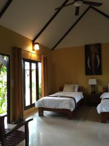 Dvoulůžkový pokoj s manželskou postelí nebo oddělenými postelemi a výhledem na zahradu