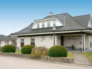 Five-Bedroom Holiday home in Örkelljunga, Prázdninové domy  Åsljunga - big - 22