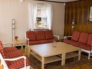 Five-Bedroom Holiday home in Örkelljunga, Prázdninové domy  Åsljunga - big - 6