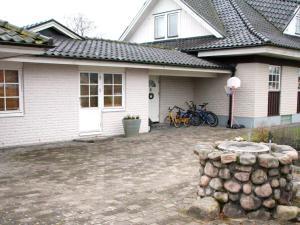 Five-Bedroom Holiday home in Örkelljunga, Prázdninové domy  Åsljunga - big - 2