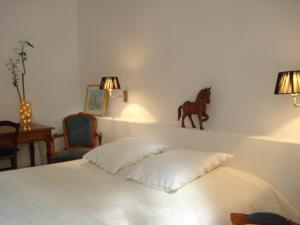 Lou Ventoulet, Bed and Breakfasts  Mouriès - big - 6