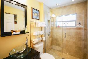 2216 NE 5th Place Home Home, Holiday homes  Palmona Park - big - 25