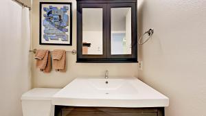 039211 Hwy 6 Condo Unit C106 Condo, Apartmány  Harrison - big - 13