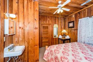 49 Atkins Loop Home Home, Nyaralók  Lake Junaluska - big - 11