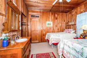 49 Atkins Loop Home Home, Nyaralók  Lake Junaluska - big - 14