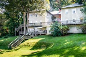 49 Atkins Loop Home Home, Nyaralók  Lake Junaluska - big - 20