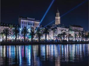 Three-Bedroom Holiday home in Split, Dovolenkové domy  Split - big - 9