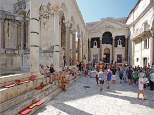 Three-Bedroom Holiday home in Split, Dovolenkové domy  Split - big - 8