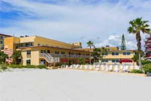 #223 At Surf Song Resort, Apartmanok  St Pete Beach - big - 6