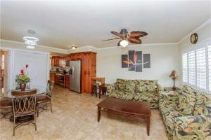 #223 At Surf Song Resort, Apartmány  St Pete Beach - big - 9