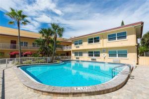 #223 At Surf Song Resort, Apartmanok  St Pete Beach - big - 13