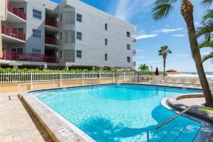 #223 At Surf Song Resort, Apartmanok  St Pete Beach - big - 14
