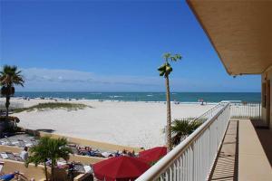 #223 At Surf Song Resort, Apartmanok  St Pete Beach - big - 1