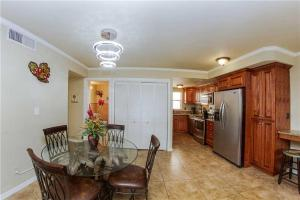 #223 At Surf Song Resort, Apartmány  St Pete Beach - big - 21
