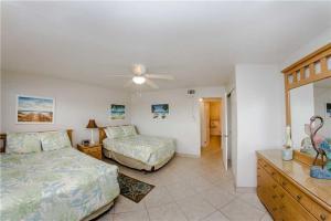 #229 At Surf Song Resort, Apartments  St Pete Beach - big - 14