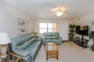 #229 At Surf Song Resort, Apartments  St Pete Beach - big - 3