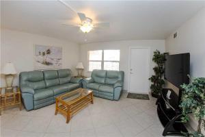 #229 At Surf Song Resort, Apartments  St Pete Beach - big - 12