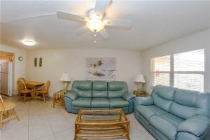#229 At Surf Song Resort, Apartments  St Pete Beach - big - 11