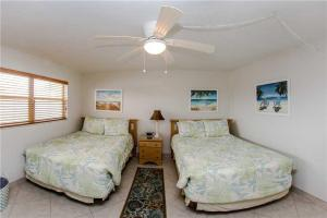 #229 At Surf Song Resort, Apartments  St Pete Beach - big - 10