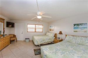 #229 At Surf Song Resort, Apartments  St Pete Beach - big - 16