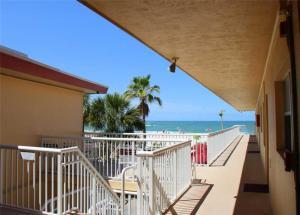 #229 At Surf Song Resort, Apartments  St Pete Beach - big - 15