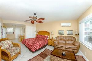 #226 At Surf Song Resort, Apartmány  St Pete Beach - big - 3