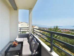 Four-Bedroom Holiday Home in Kastel Novi, Dovolenkové domy  Kaštel Novi - big - 41