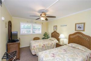 #228 At Surf Song Resort, Apartments  St Pete Beach - big - 20