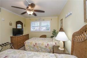 #228 At Surf Song Resort, Apartments  St Pete Beach - big - 10