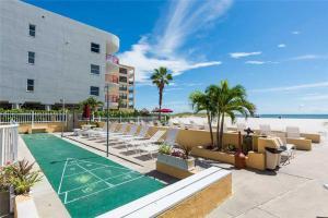 #228 At Surf Song Resort, Apartments  St Pete Beach - big - 9