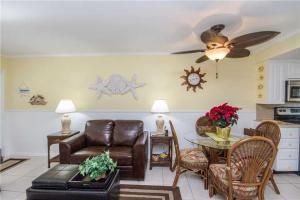#228 At Surf Song Resort, Apartments  St Pete Beach - big - 8
