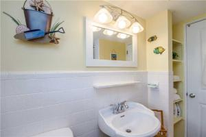 #228 At Surf Song Resort, Apartments  St Pete Beach - big - 7