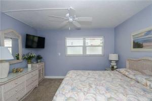 #120 At Surf Song Resort, Apartments  St Pete Beach - big - 23