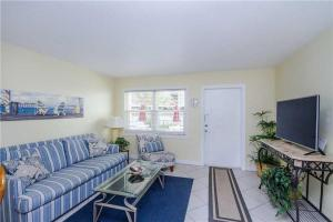 #120 At Surf Song Resort, Apartments  St Pete Beach - big - 5