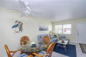 #120 At Surf Song Resort, Apartments  St Pete Beach - big - 6