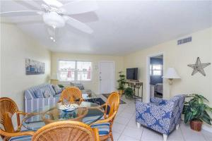 #120 At Surf Song Resort, Apartments  St Pete Beach - big - 7