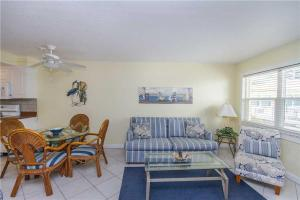#120 At Surf Song Resort, Apartments  St Pete Beach - big - 8