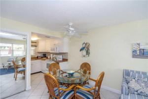 #120 At Surf Song Resort, Apartments  St Pete Beach - big - 19
