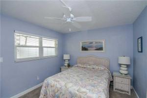 #120 At Surf Song Resort, Apartments  St Pete Beach - big - 18