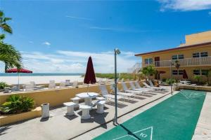 #120 At Surf Song Resort, Apartments  St Pete Beach - big - 16