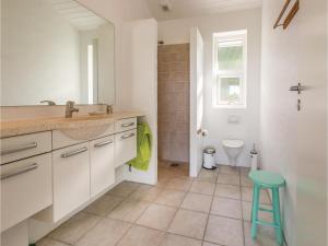 Two-Bedroom Holiday Home in Farevejle, Case vacanze  Fårevejle - big - 10